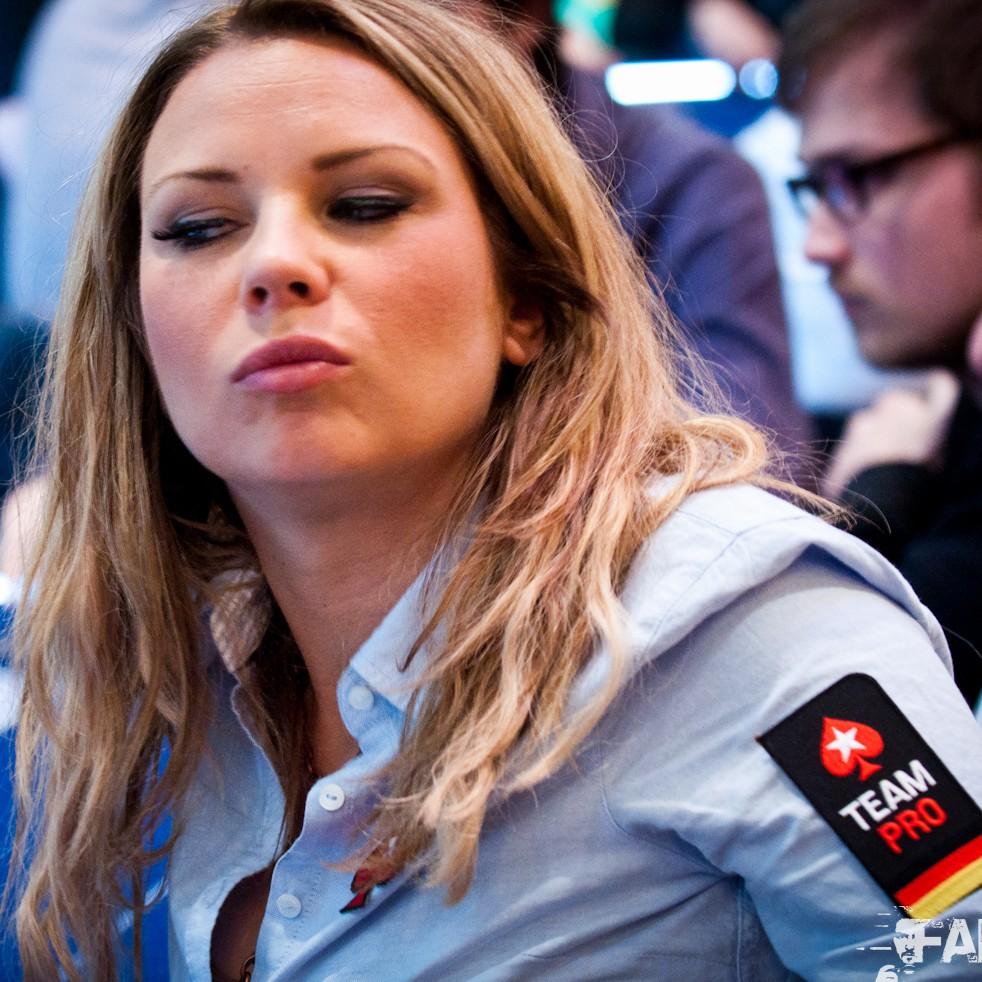 Play governor of poker 3