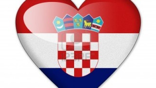 12604254-kroatien-flagge-in-herzform-isoliert-auf-weissem-hintergrund