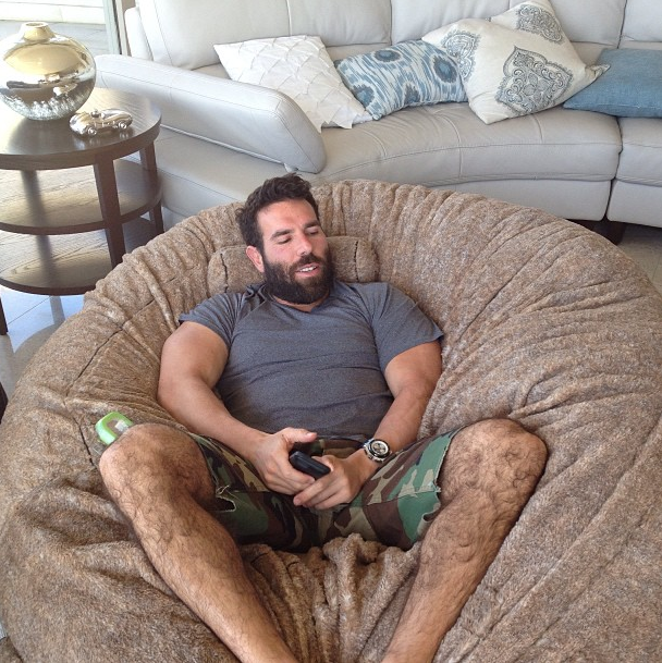 The 36-year old son of father Paul Bilzerian and mother Terri Steffen, 171 cm tall Dan Bilzerian in 2017 photo