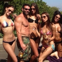 bilzerian-girls_200x200_scaled_cropp