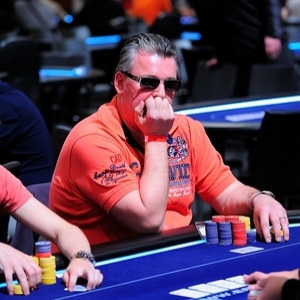tomas_stacha_poker_photographer_11_stoeger2-thumb-450x299-223111_300_300_cropp