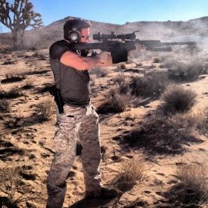 dan_bilzerian_shooting_gun