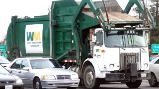 US_Garbage_Truck