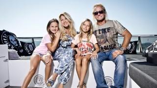 Carmen und Robert mit ihren Töchtern Shania und Davina