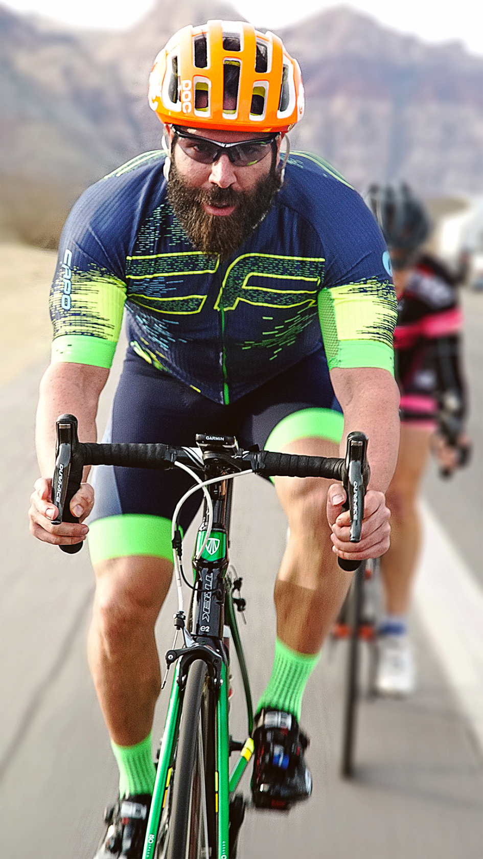 Bilzerian auf dem Fahrrad
