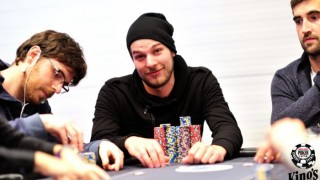 wsopc-event-1-opening-day-1a-chipleader-700x466