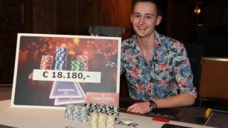 Roland Rokita gewinnt den Poker Showdown Main Event
