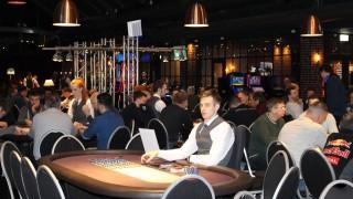 Blick in den fast vollen Turniersaal
