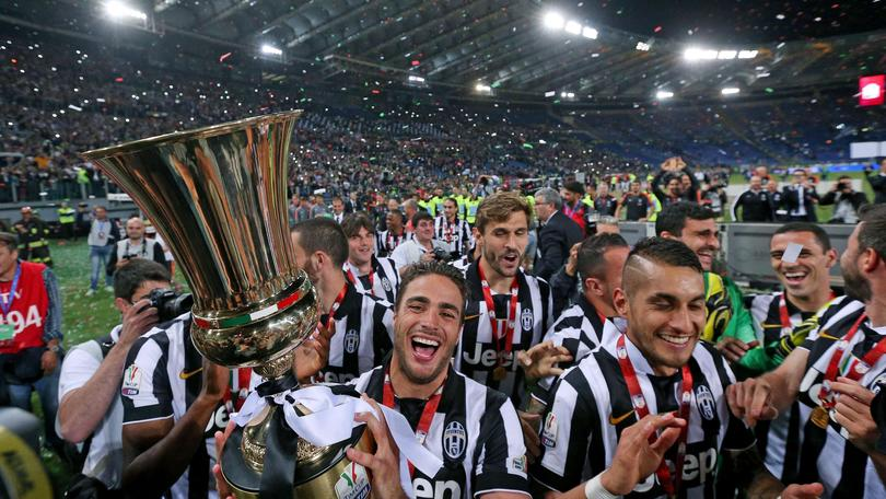 Juventus's players celebrate with the trophy after winning the Italy Cup final soccer match against SS Lazio at the Olimpico stadium in Rome, Italy, 20 May 2015. ANSA/ALESSANDRO DI MEO