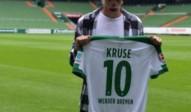 Max Kruse bekommt bei Werder Bremen das Trikot mir der Nummer 10. Foto: Carmen Jaspersen