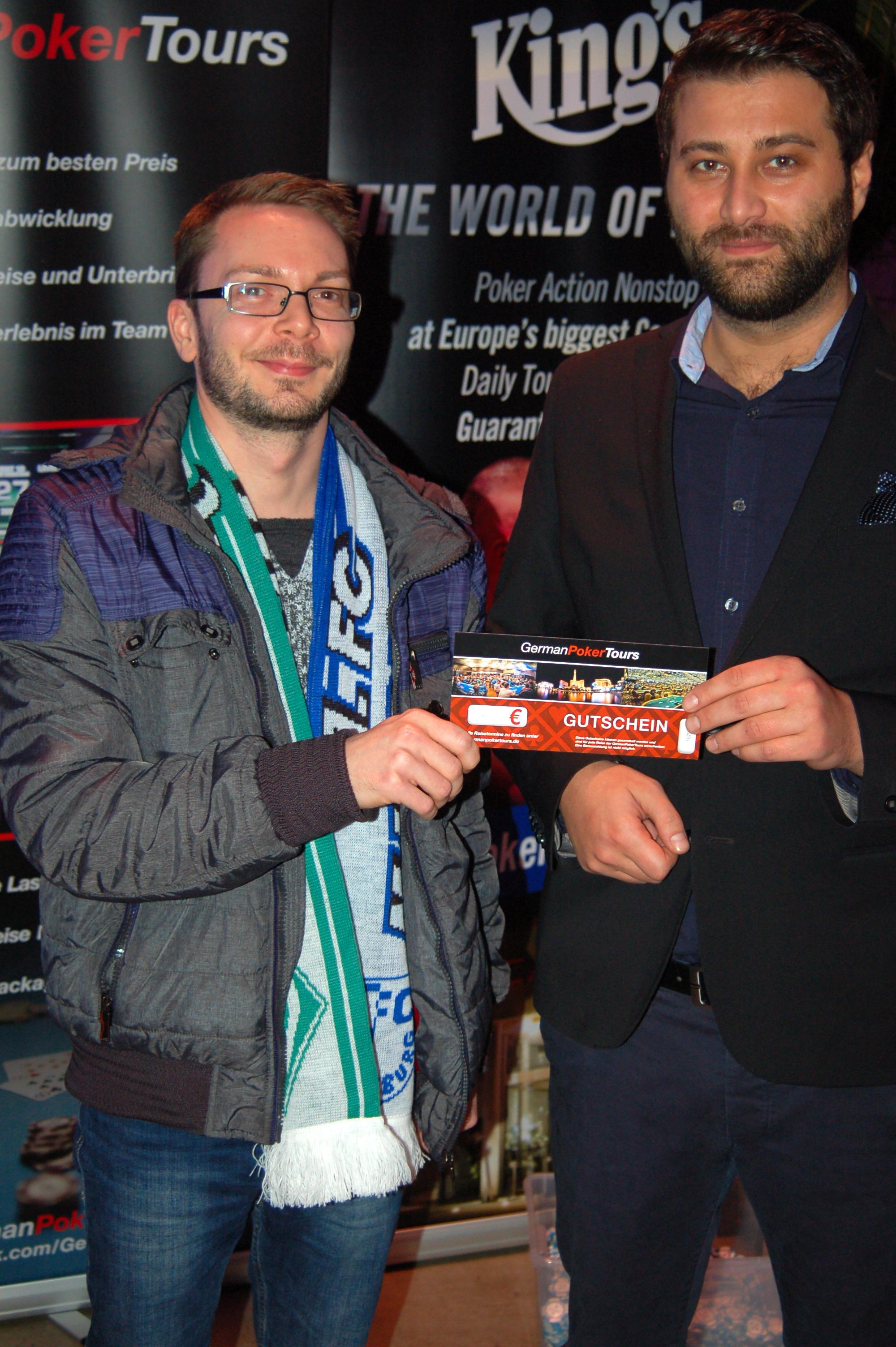 GermanPokerDays_WPT-Special_Bremen_-_Tombola_Gewinner_Matthias_Kreuziger_und_GPD-Inhaber_Artur_Haase
